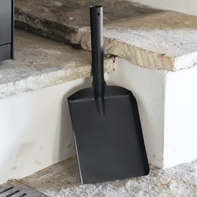 Steel Ash Shovel in Black | Garden Trading