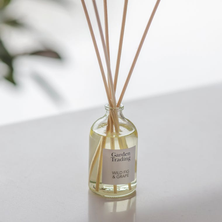 Glass Diffuser in Wild Fig or English Hedgerow | Garden Trading