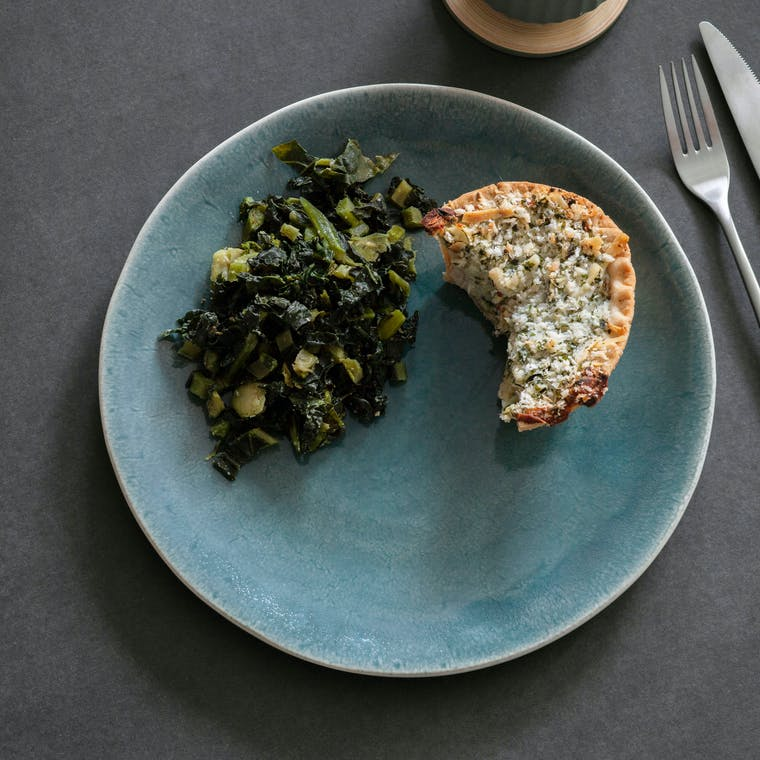 Ceramic Winderton Dinner Plate in Green or Blue | Garden Trading