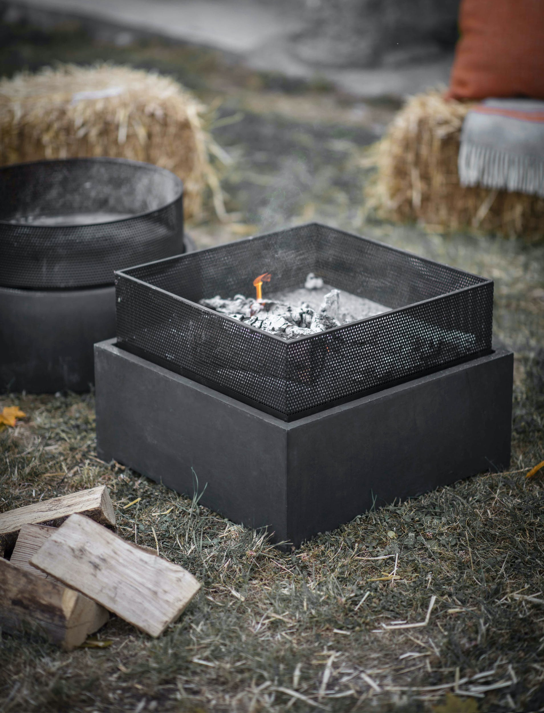 Steel Lyneham Square or Round Fire Pit   Garden Trading
