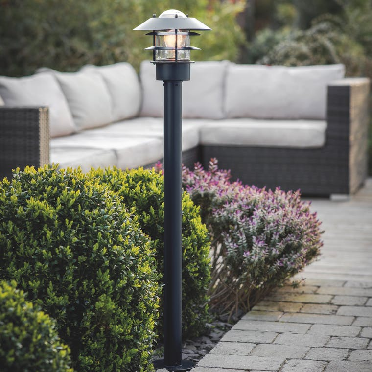 Outdoor Strand Post Lamp in Black | Garden Trading