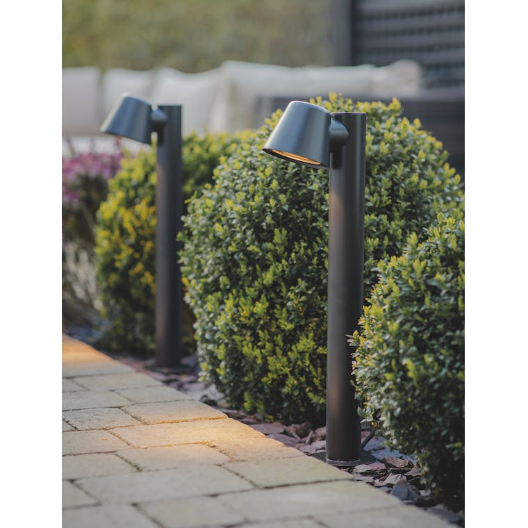 Garden Trading Regent Mast Path Light in Carbon - Steel