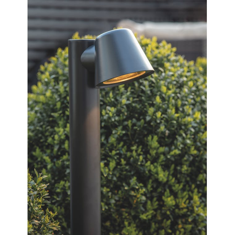 Outdoor Regent Mast Path Light in Black | Garden Trading