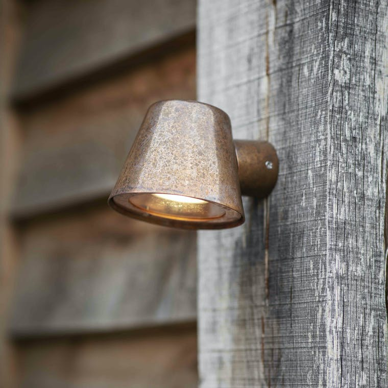 Outdoor Regent Mast Light in Grey or Black | Garden Trading