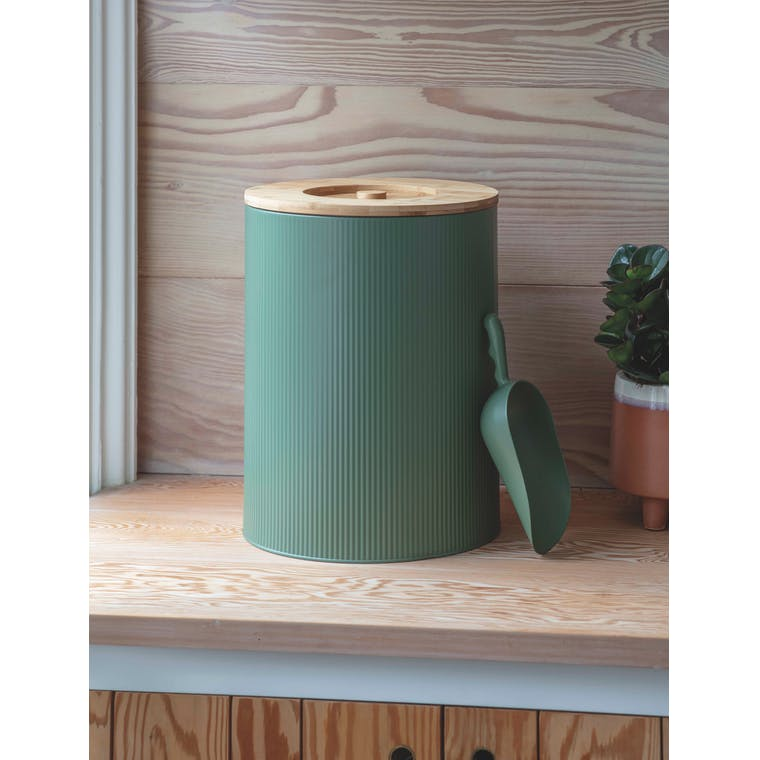 Steel Medium Kinloch Pet Bin in White or Green | Garden Trading