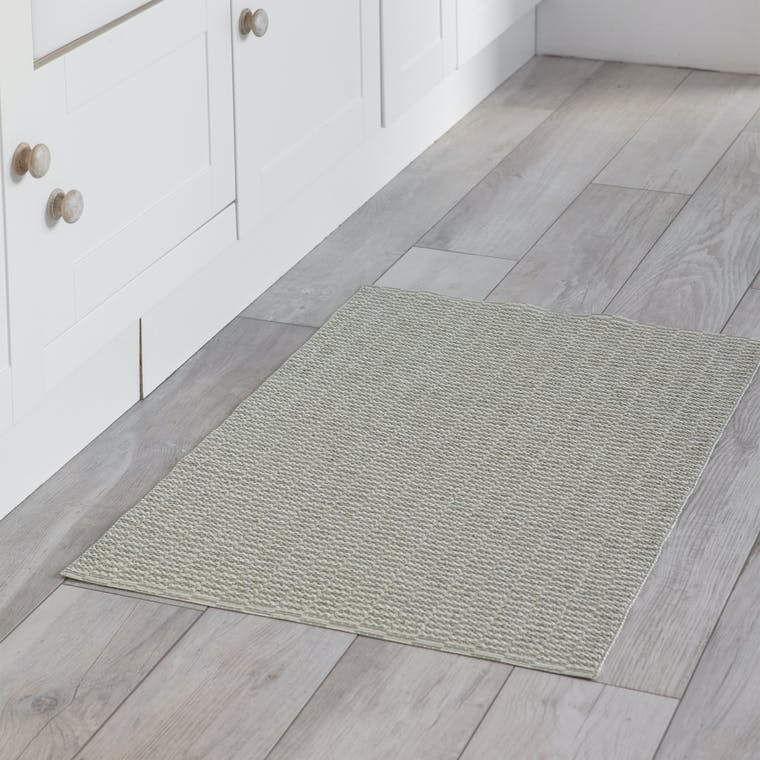 Outdoor Mat in Cream and Green in 100cm or 200cm | Garden Trading