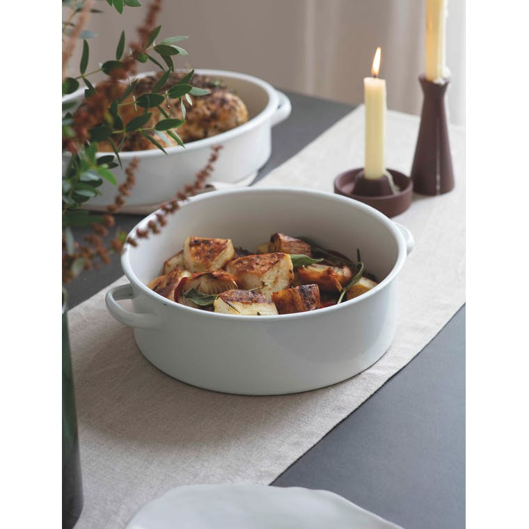 Enamel Roasting Dish in Oval or Round | Garden Trading