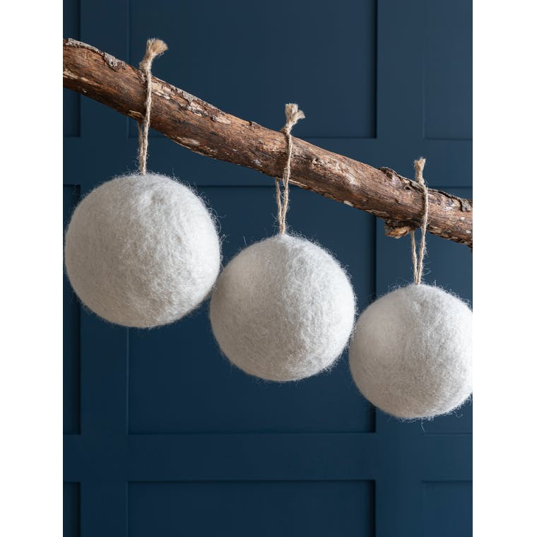 Large Bauble Set in White or Blue - Fairtrade - Southwold   Garden Trading