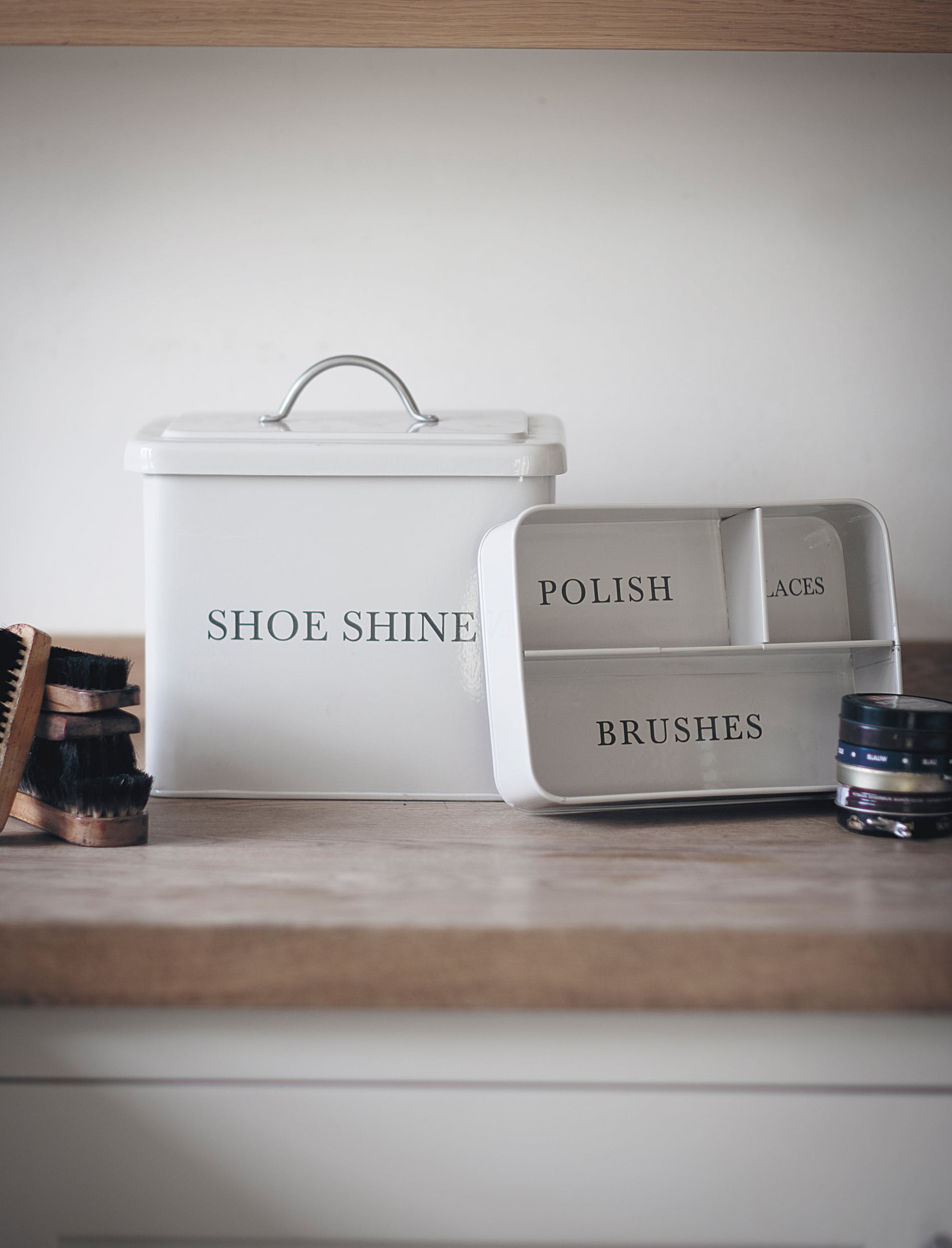 Steel Shoeshine Box in White or Black | Garden Trading